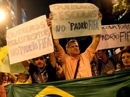 Pastor Antonio Carlos Costa nas ruas do Rio de Janeiro. Pleito em favor de todos, consciente de sua fé e civilidade!